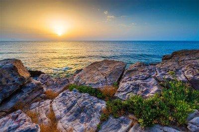 美文:六月,揣着一卷童话去看海
